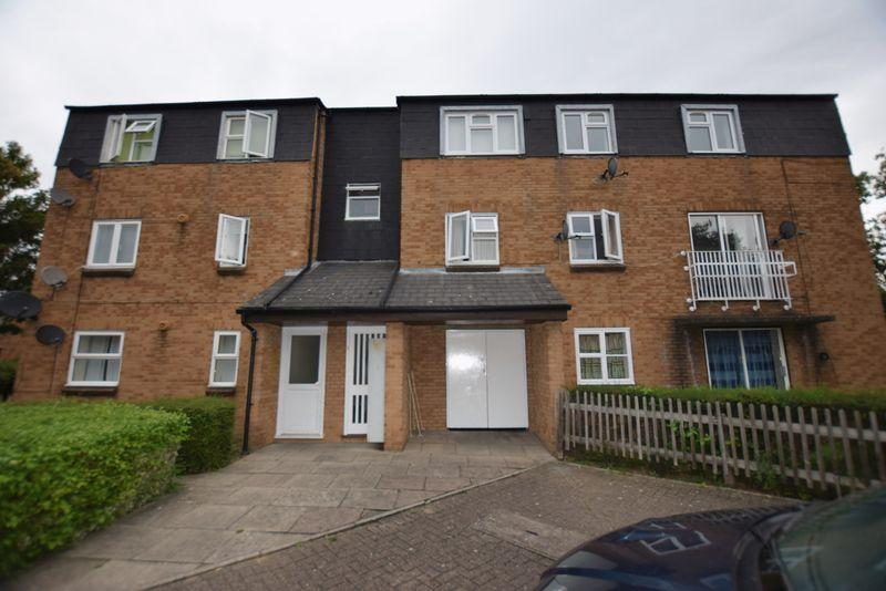 2 Bedrooms Apartment Flat for sale in Chamberlain Close, West Thamesmead, SE28 0EL