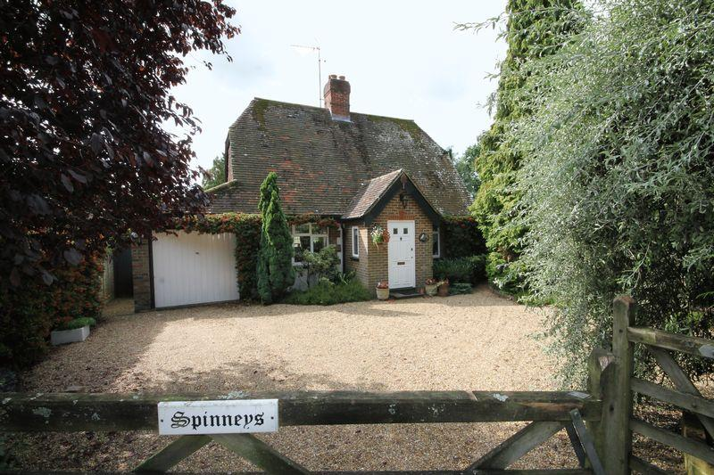 3 Bedrooms Detached House for sale in Gatehouse Lane, Burgess Hill, West Sussex