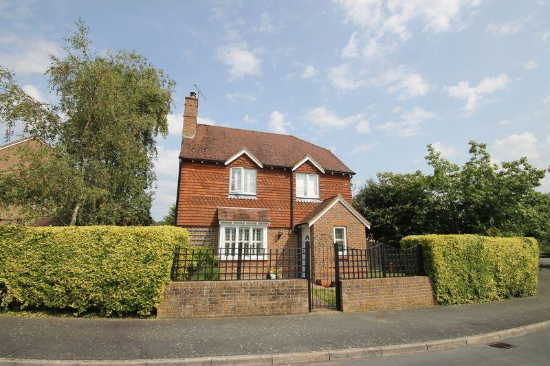 4 Bedrooms Detached House for sale in West Gate, Plumpton Green, East Sussex