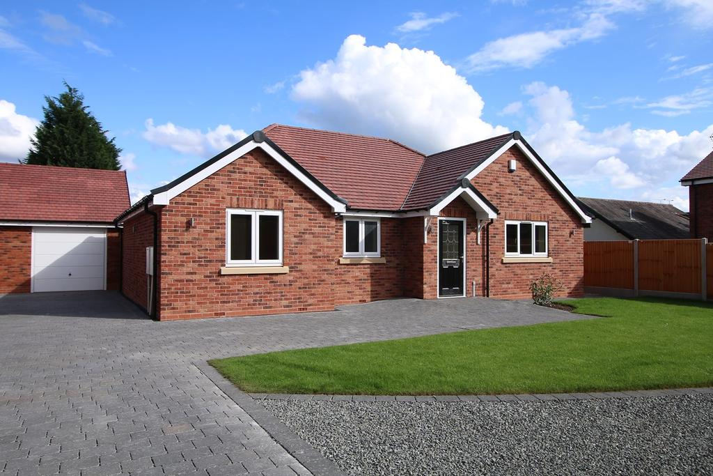3 Bedrooms Detached Bungalow for sale in Haybridge Avenue, Hagley, Stourbridge, DY8