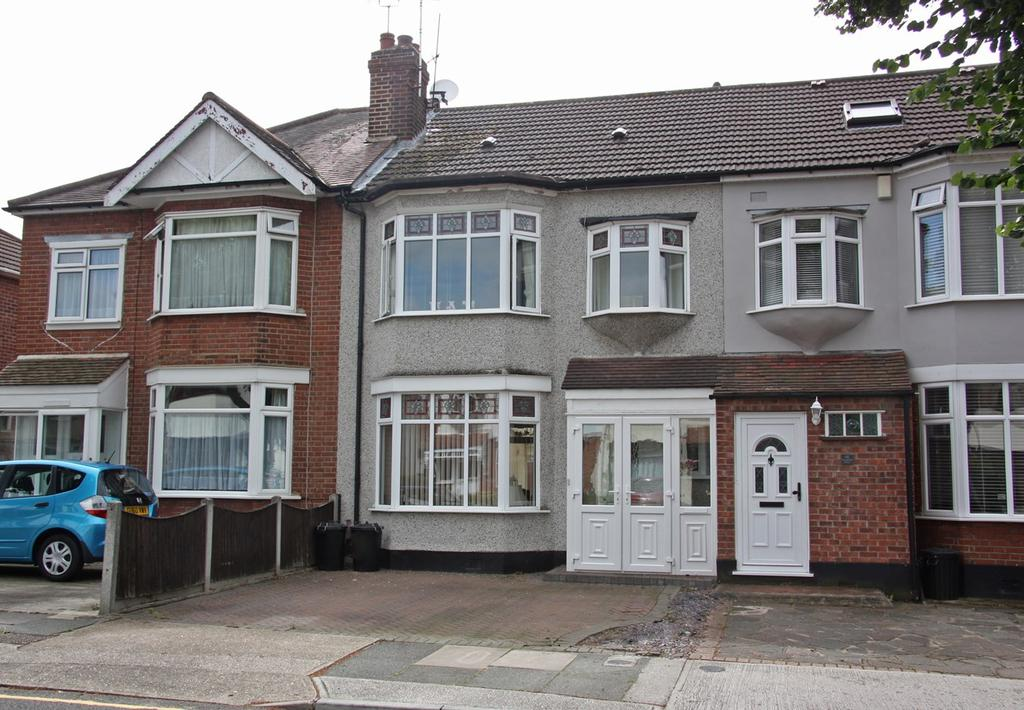 3 Bedrooms Terraced House for sale in Woodfield Drive, Romford, RM2
