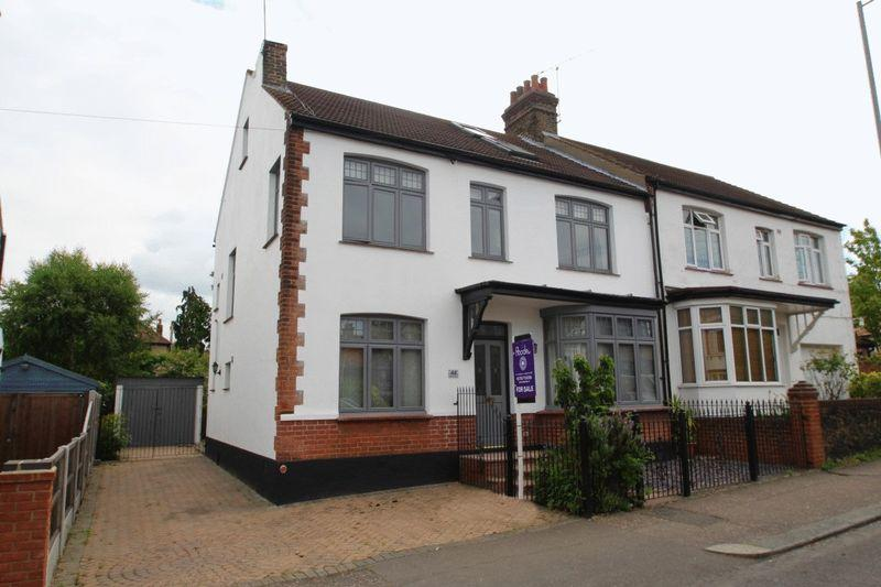 5 Bedrooms Semi Detached House for sale in Nelson Road, Leigh-On-Sea