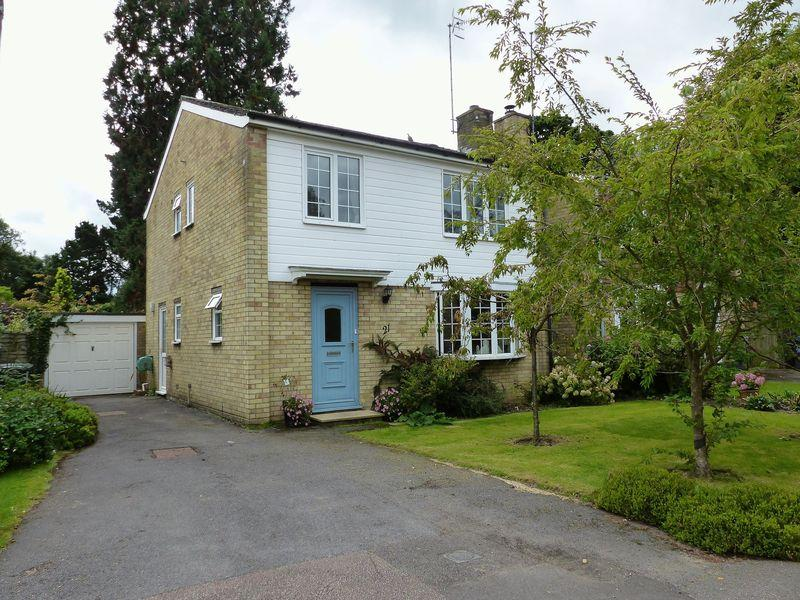 4 Bedrooms Detached House for sale in Charts Close, Cranleigh