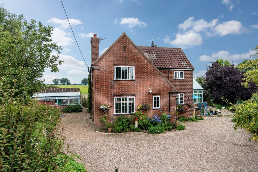 3 Bedrooms Detached House for sale in Surlingham Lane, Rockland St Mary