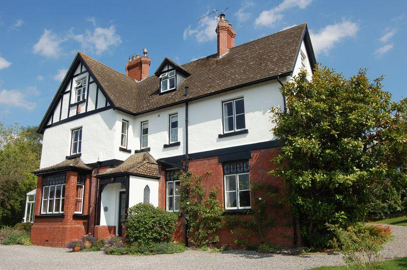 6 Bedrooms Detached House for sale in Highfield Road, Monmouth