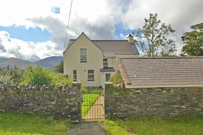 3 Bedrooms Detached House for sale in Upper Llandwrog, Gwynedd
