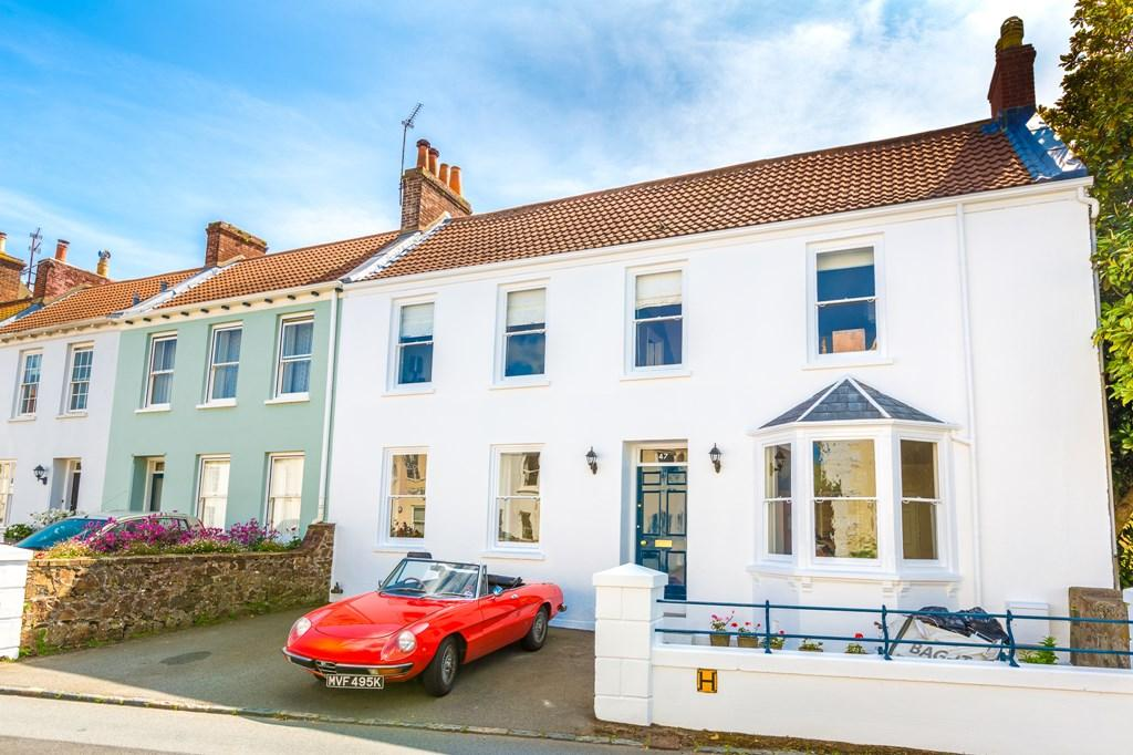 Mount row st peter port guernsey 5 bed semi detached for Row houses for sale