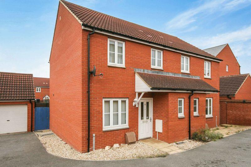 3 Bedrooms Semi Detached House for sale in Orkney Close, Bridgwater