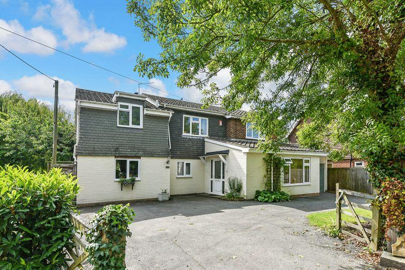 4 Bedrooms Detached House for sale in Henfield
