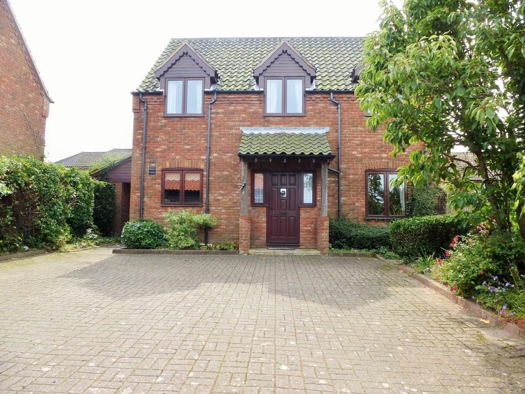 4 Bedrooms Detached House for sale in East Runton