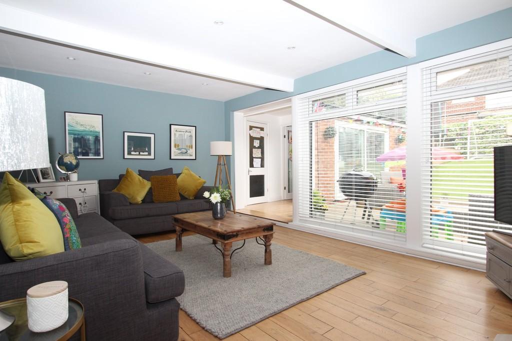 3 Bedrooms Semi Detached House for sale in Kingsleigh Road, Heaton Mersey