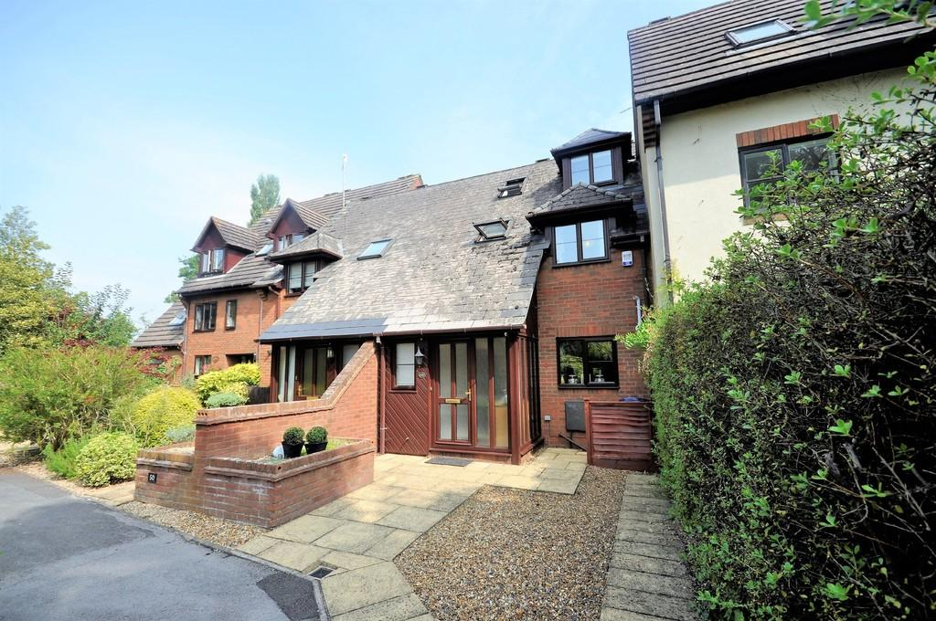 4 Bedrooms Town House for sale in Blackburn Way, Godalming