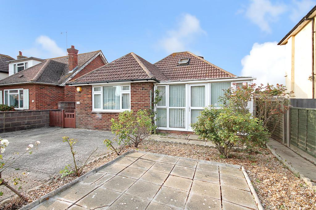 3 Bedrooms Detached Bungalow for sale in Brighton Road, Lancing, BN15 8JR