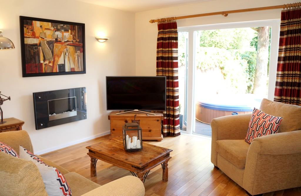 3 Bedrooms Semi Detached House for sale in Darley Green Road, Knowle