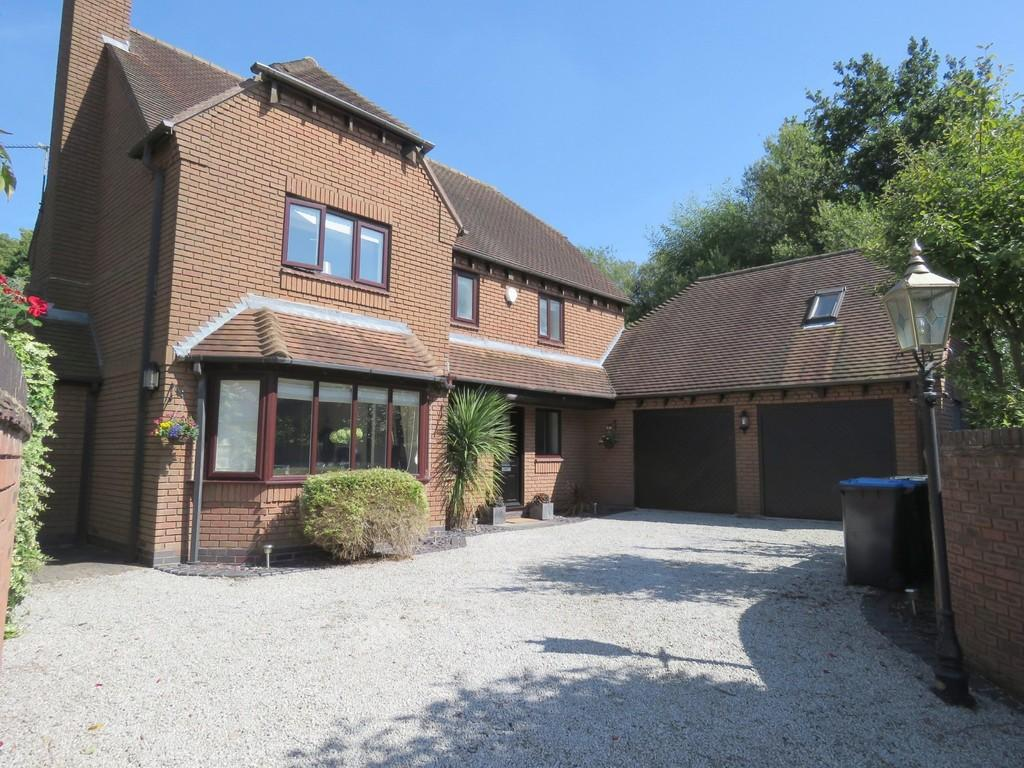 5 Bedrooms Detached House for sale in Earlsmere, Earlswood