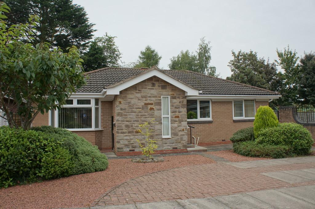 3 Bedrooms Detached Bungalow for sale in Oakshaw Close, Carlisle