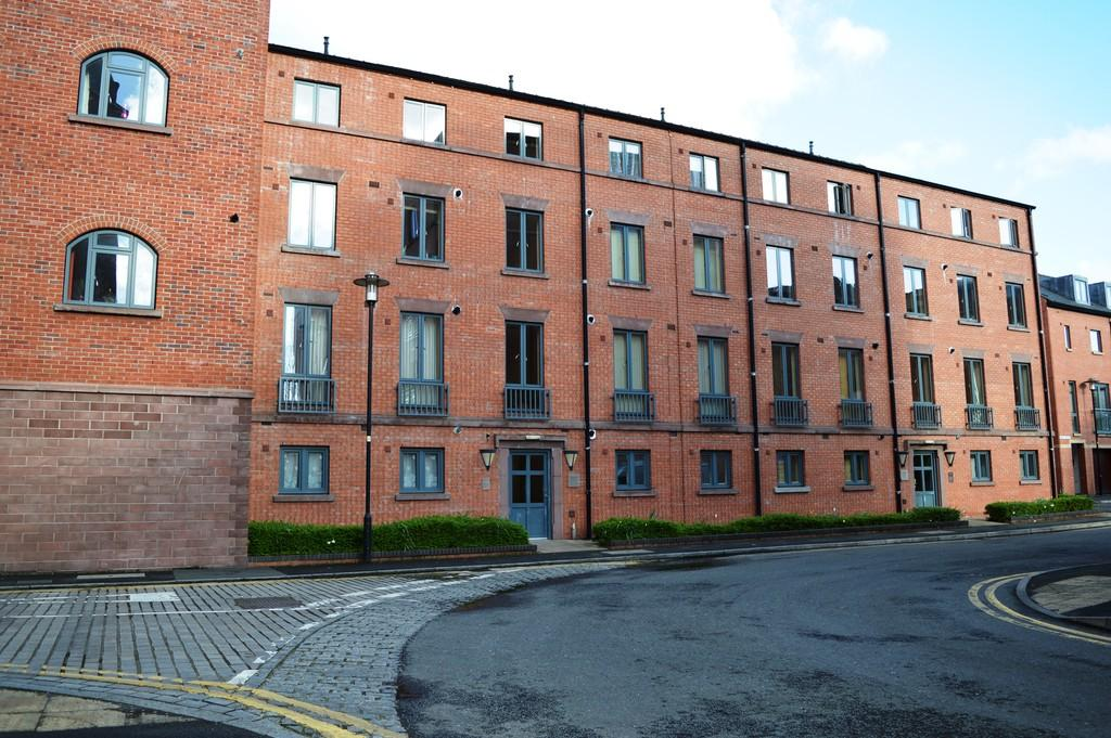 Studio Flat for sale in Chedworth House, Seller Street