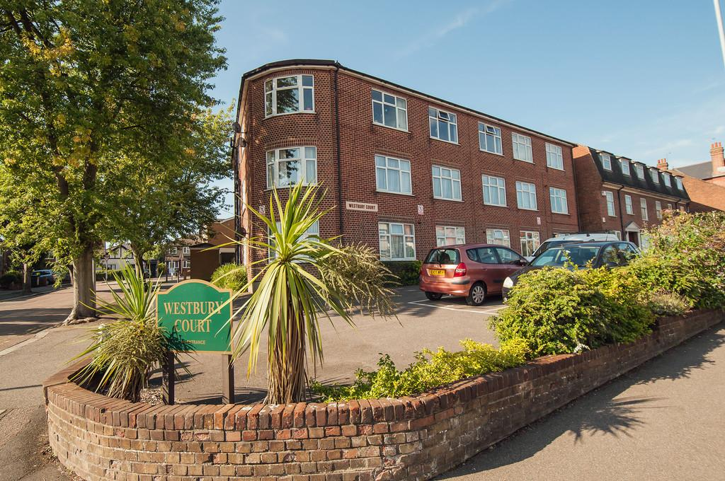 2 Bedrooms Apartment Flat for sale in Westbury Court, Buckhurst Hill
