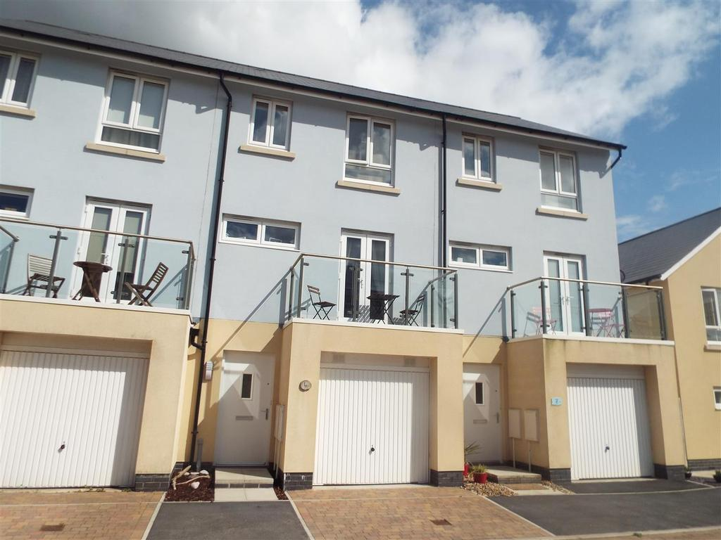 3 Bedrooms Terraced House for sale in Machynys