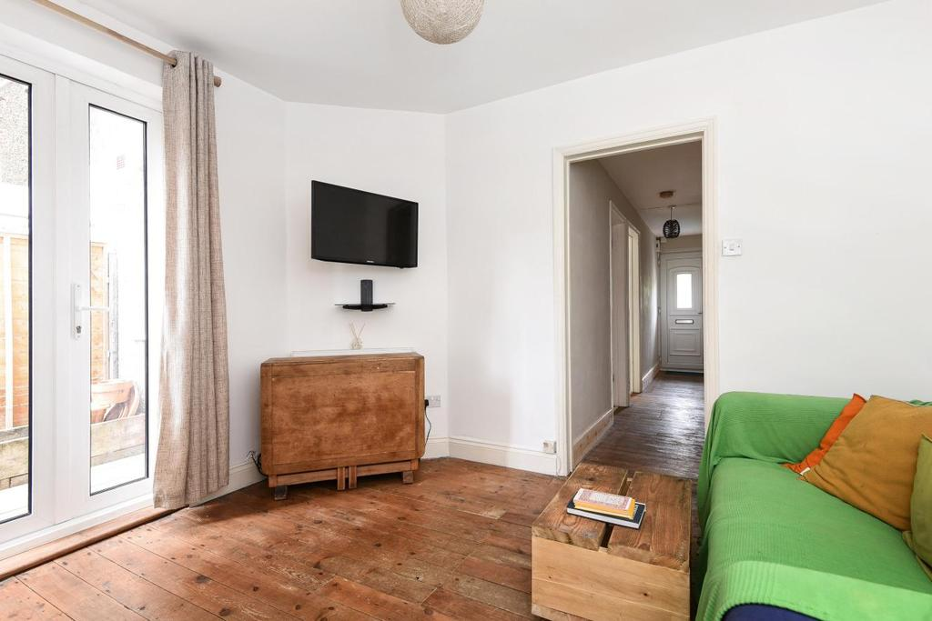 2 Bedrooms Maisonette Flat for sale in Chesham Road, Colliers Wood