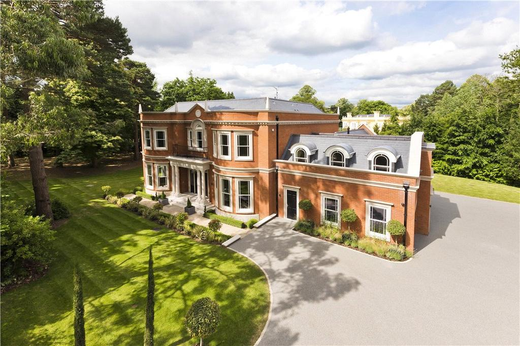 5 Bedrooms Detached House for sale in Cavendish Road, St George's Hill, Weybridge, Surrey, KT13