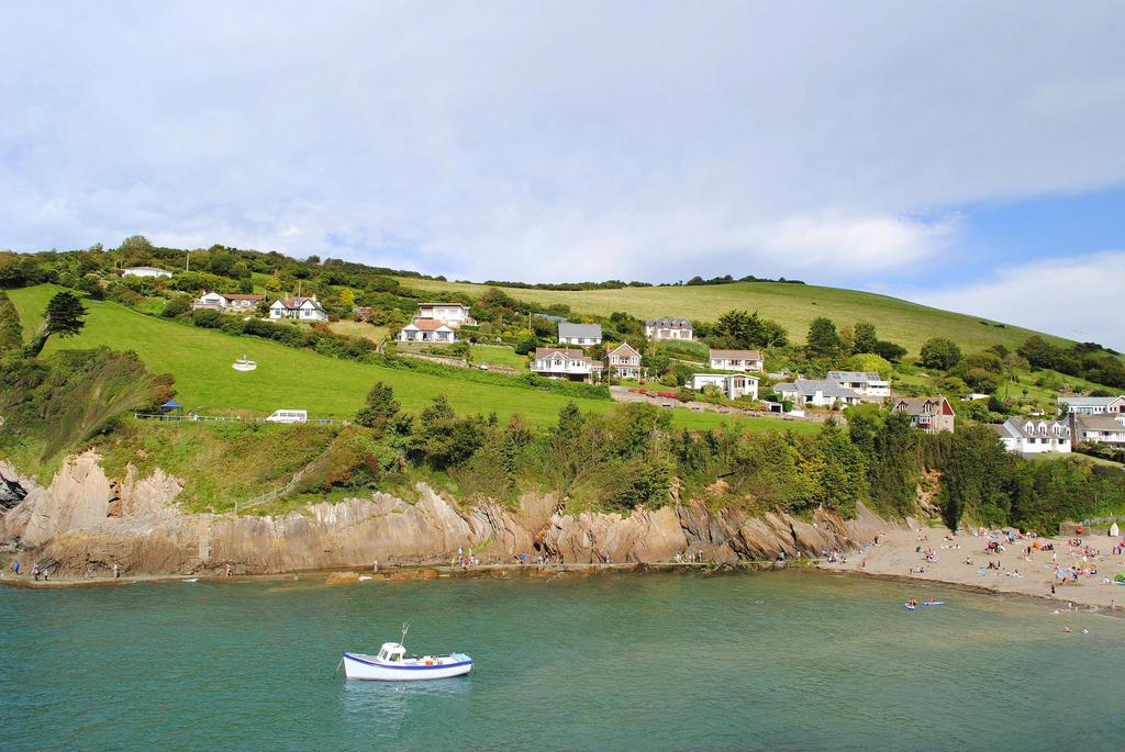 3 Bedrooms Bungalow for sale in Lester Point, Combe Martin