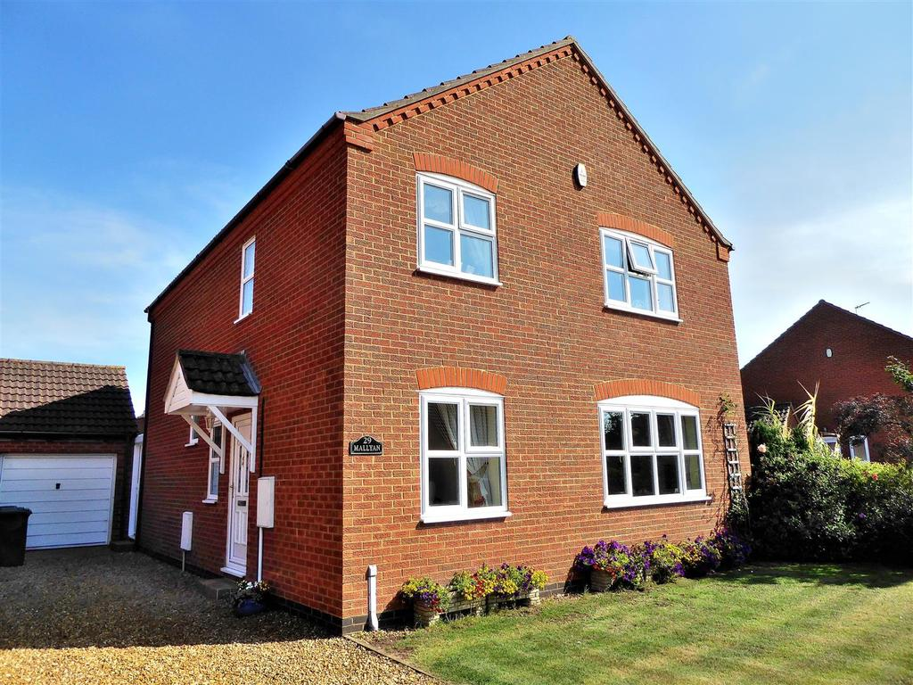 4 Bedrooms Detached House for sale in Philip Nurse Road, Dersingham, King's Lynn