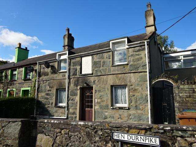 3 Bedrooms End Of Terrace House for sale in HEN DURNPIKE, TREGARTH LL57