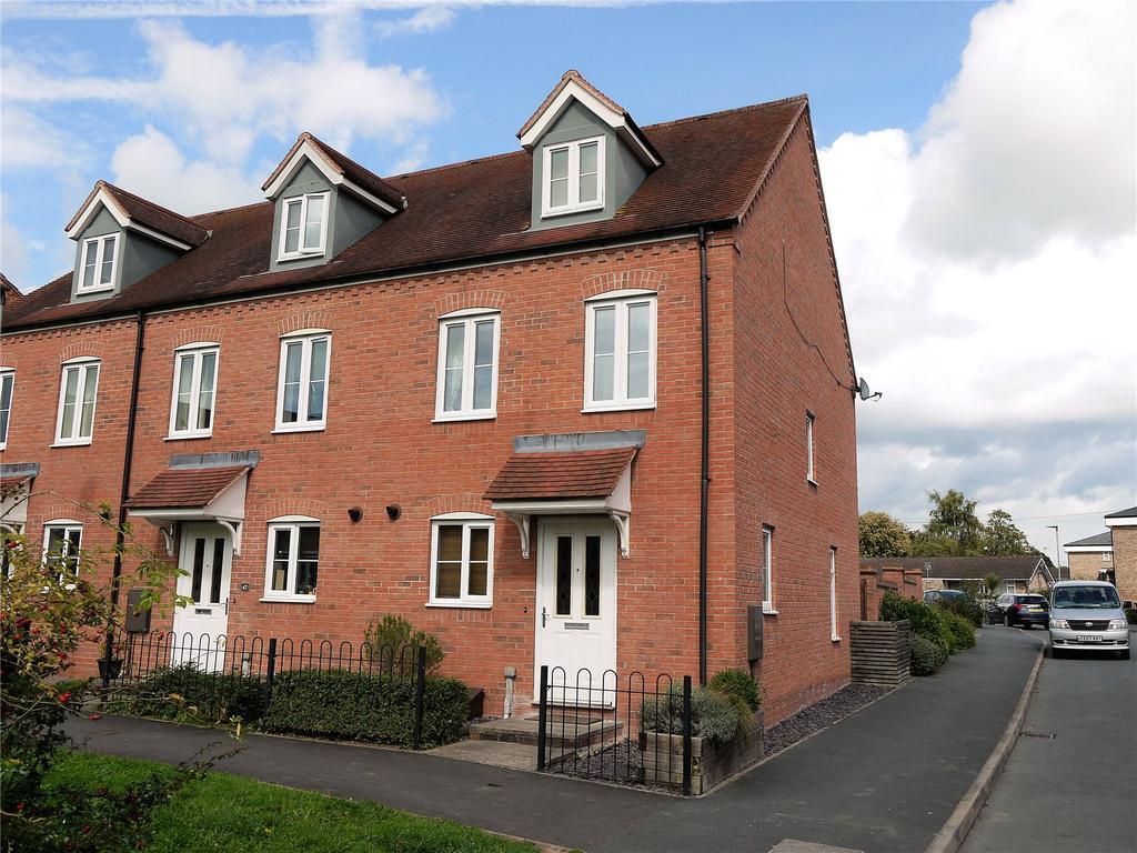 3 Bedrooms End Of Terrace House for sale in Garden Close, Kington