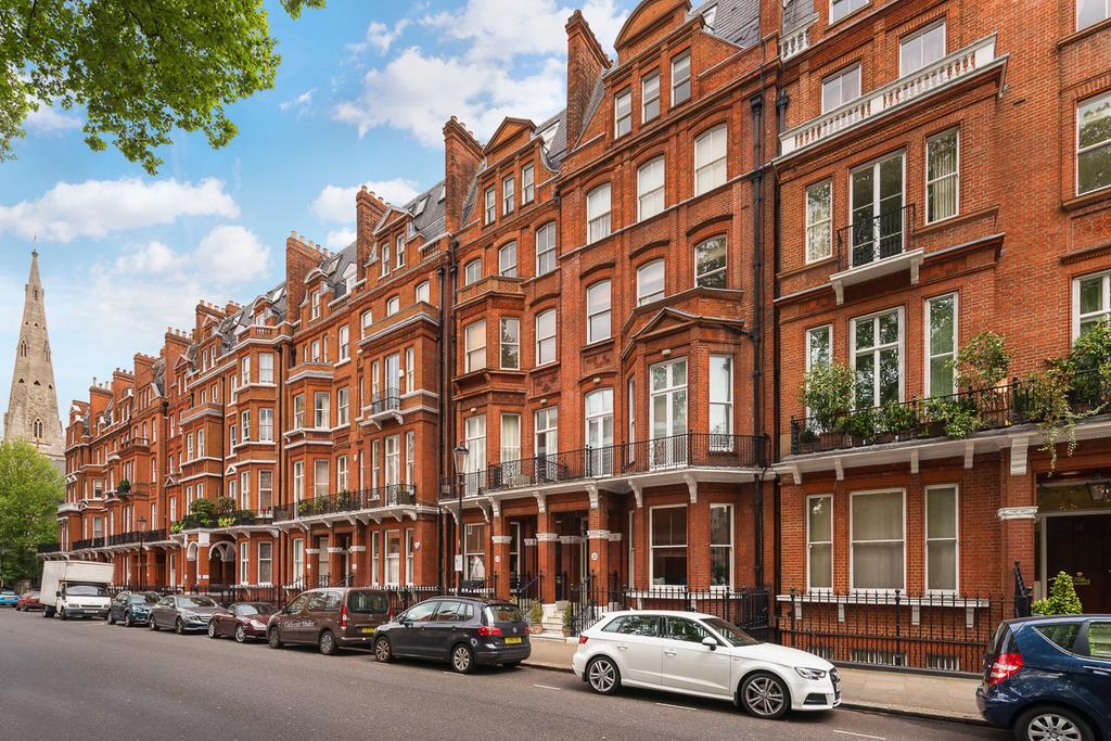 3 Bedrooms Flat for sale in Cranley Gardens, South Kensington SW7
