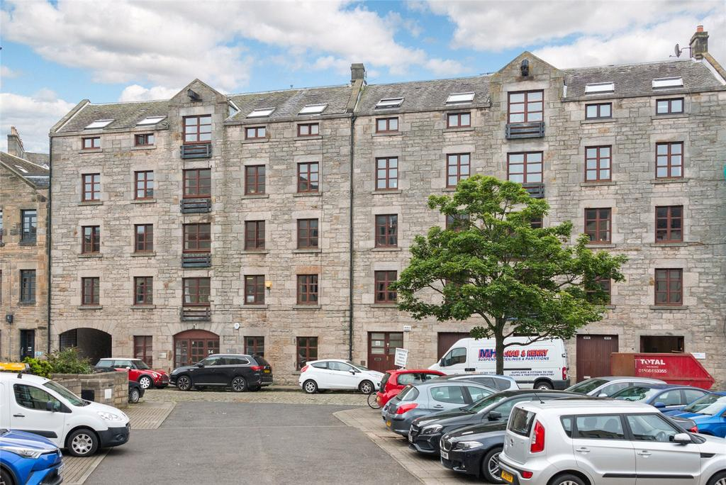 2 Bedrooms Apartment Flat for sale in Timber Bush, Edinburgh