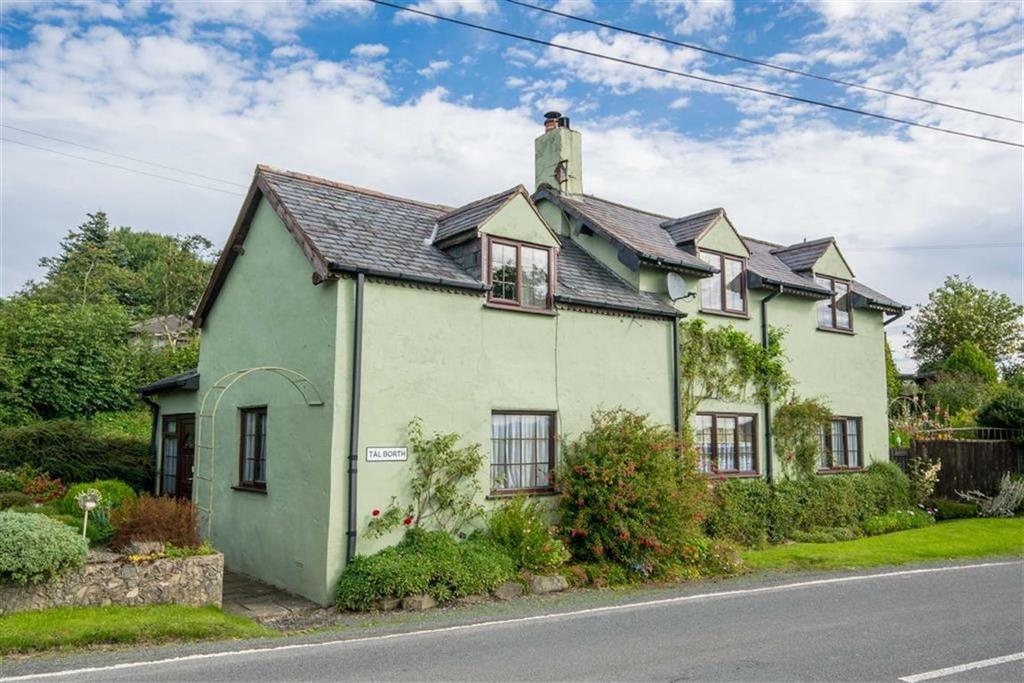 4 Bedrooms Detached House for sale in Clawddnewydd, Ruthin