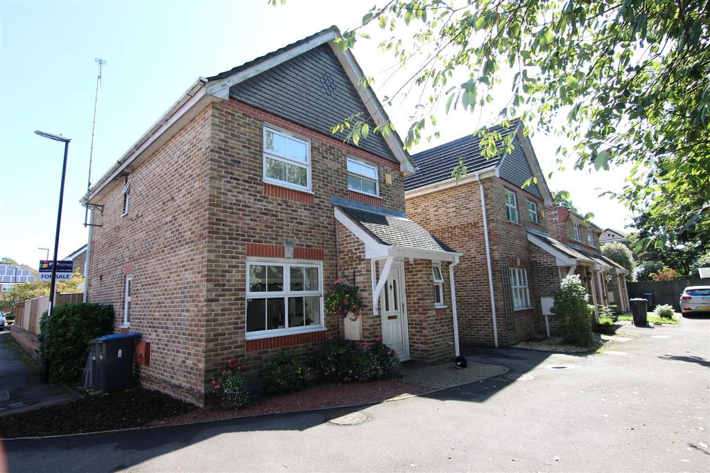 3 Bedrooms Detached House for sale in Swallow Rest, Burgess Hill