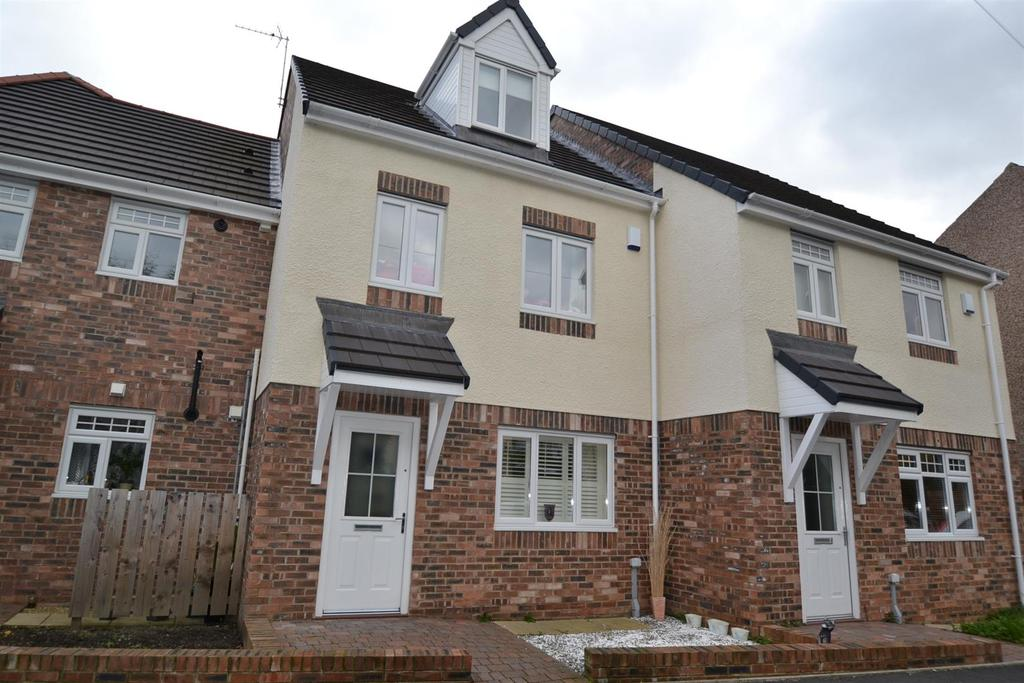 4 Bedrooms Town House for sale in Low Grange Court, Spennymoor