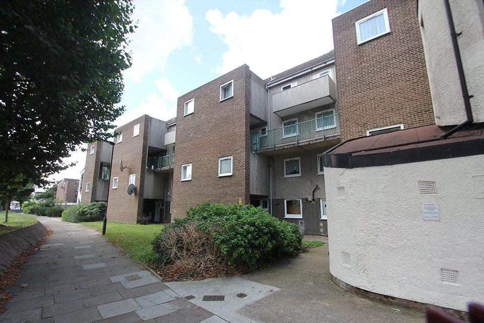3 Bedrooms Maisonette Flat for sale in Osward Place, Edmonton, N9