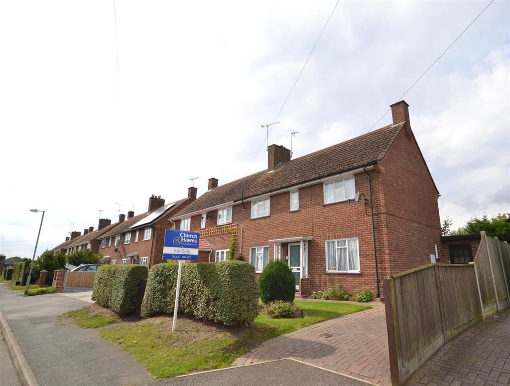 3 Bedrooms Semi Detached House for sale in Pump Mead Close, Southminster