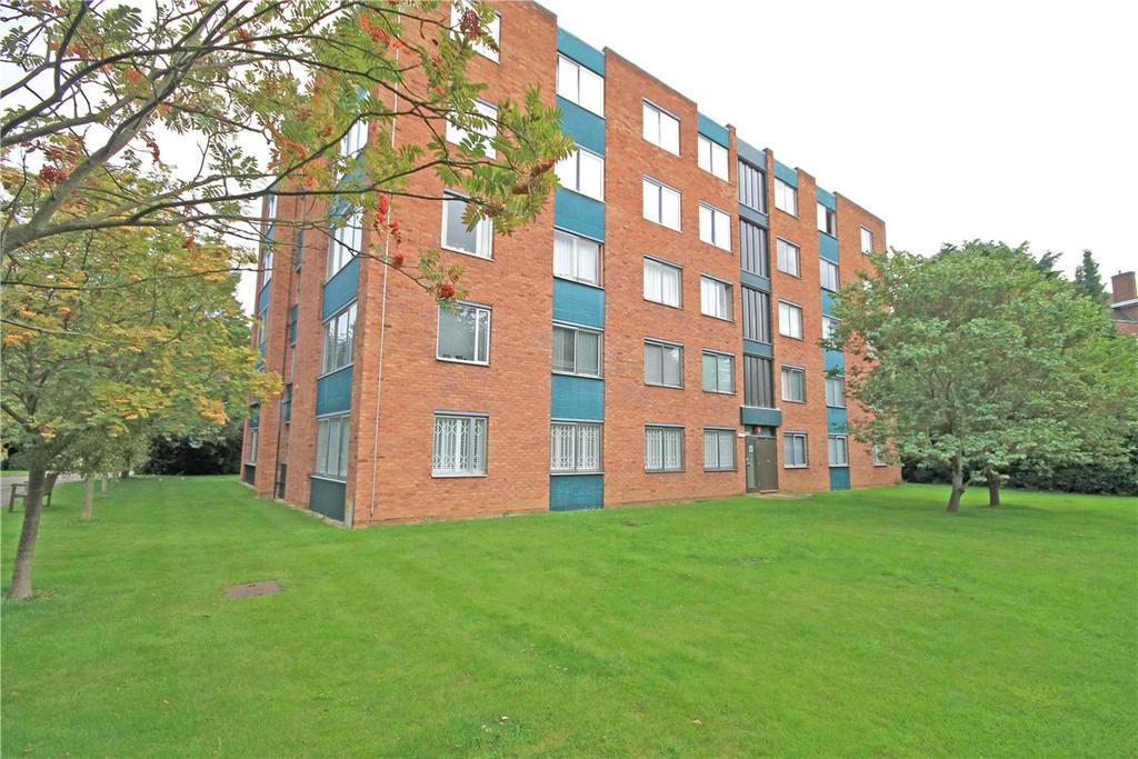 3 Bedrooms Apartment Flat for sale in Westberry Court, Pinehurst, Cambridge, CB3