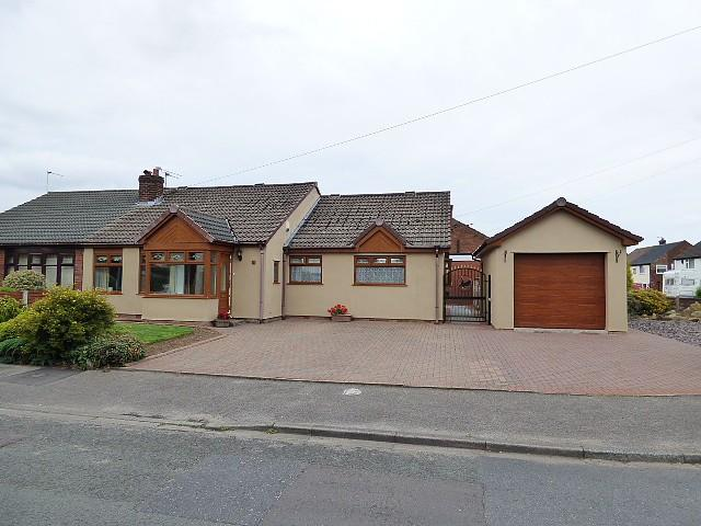 3 Bedrooms Bungalow for sale in Sandfield Crescent, Glazebury, Warrington