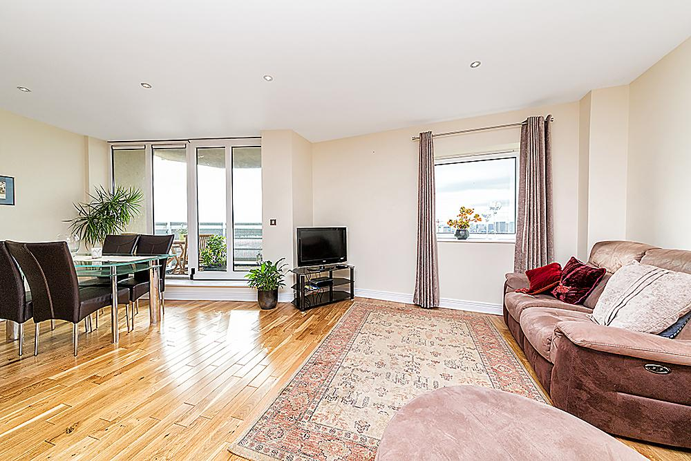 2 Bedrooms Apartment Flat for sale in Tradewinds, Wards Wharf Approach, Royal Victoria Dock, E16