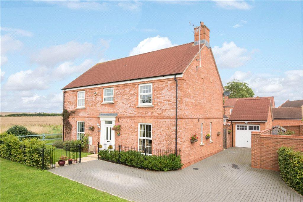 4 Bedrooms Detached House for sale in Lincoln, Buckingham, Buckinghamshire