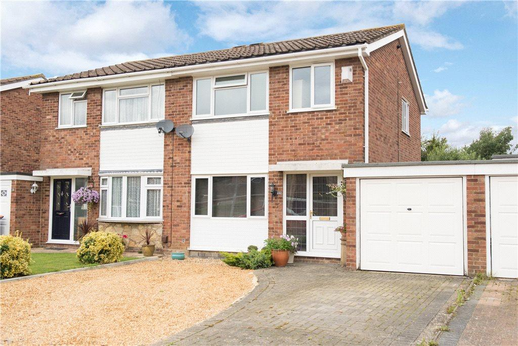 3 Bedrooms Semi Detached House for sale in Reynes Drive, Oakley, Bedford, Bedfordshire