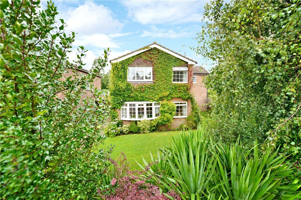 4 Bedrooms Detached House for sale in Elm Grove, Woburn Sands, Milton Keynes, Buckinghamshire
