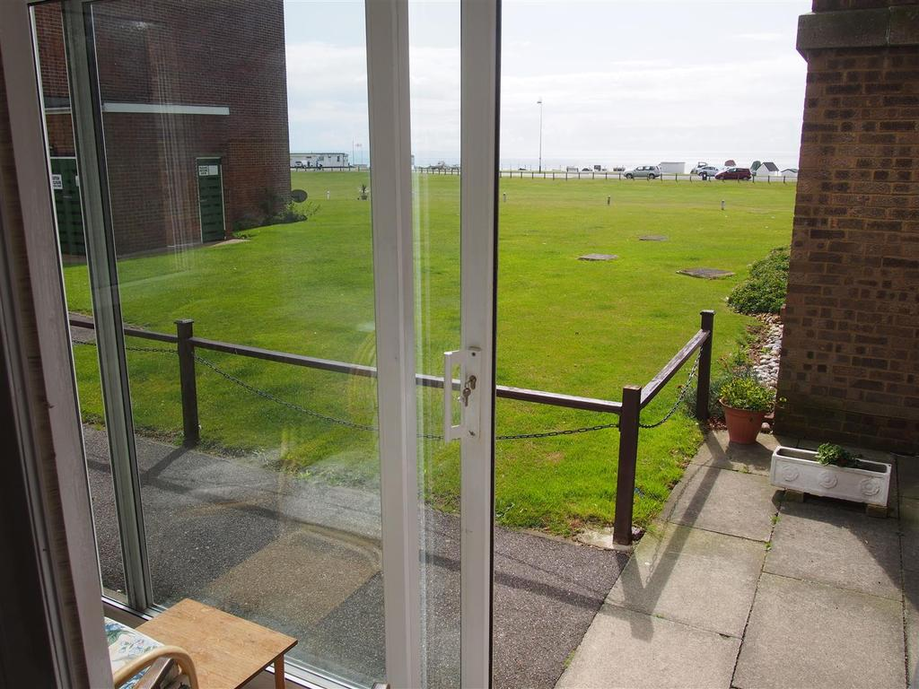 2 Bedrooms Flat for sale in Sutton Place, Bexhill-On-Sea