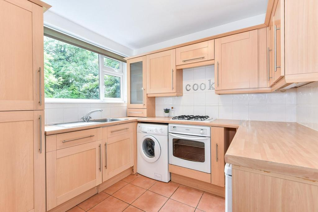 2 Bedrooms Flat for sale in Wisteria Road, Hither Green