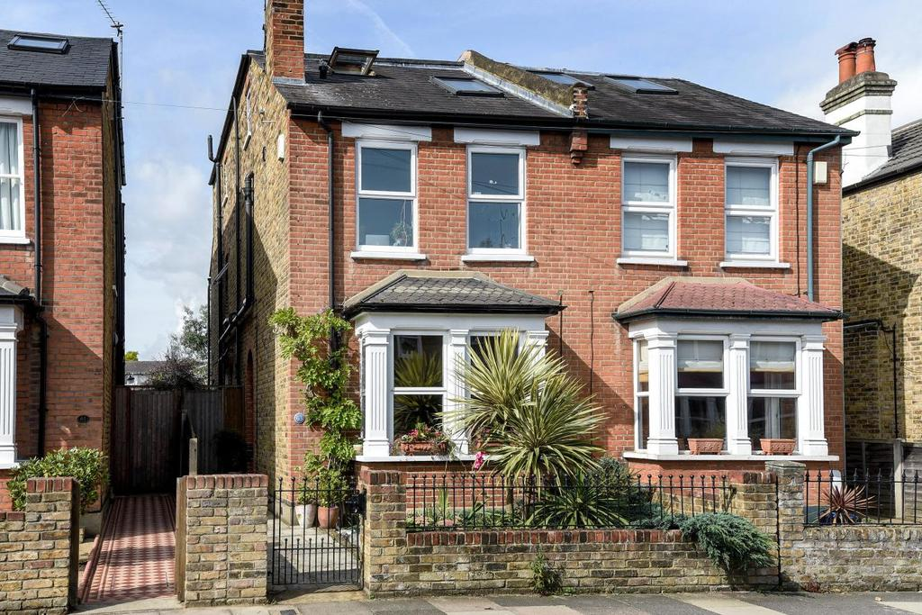 4 Bedrooms Semi Detached House for sale in Staunton Road, Kingston upon Thames