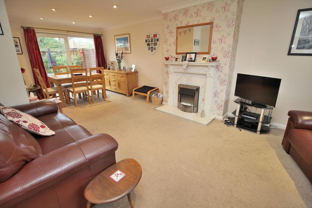 3 Bedrooms Semi Detached House for sale in Meon Close, Chelmsford, Essex, CM1