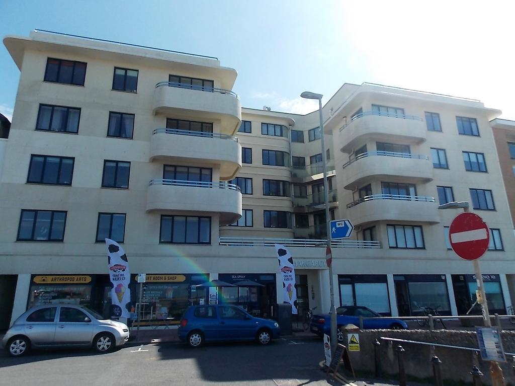 3 Bedrooms Flat for sale in Rottingdean