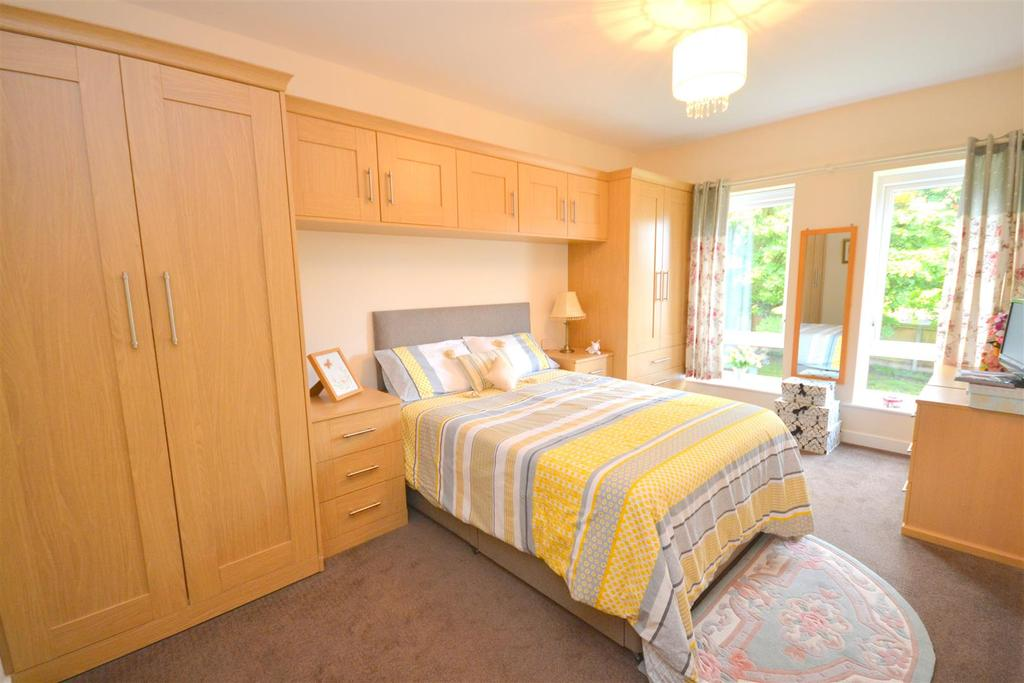 2 Bedrooms Retirement Property for sale in Lea Court, New Road, Madeley, Crewe