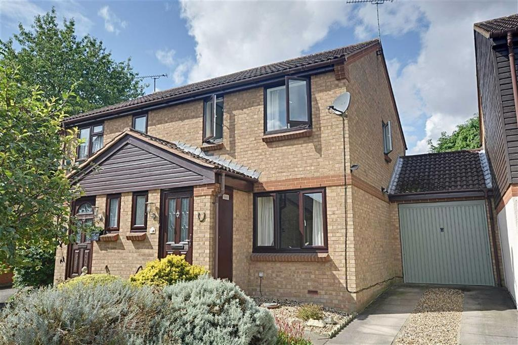 3 Bedrooms Semi Detached House for sale in Motts Close, Watton-At-Stone, Herts, SG14