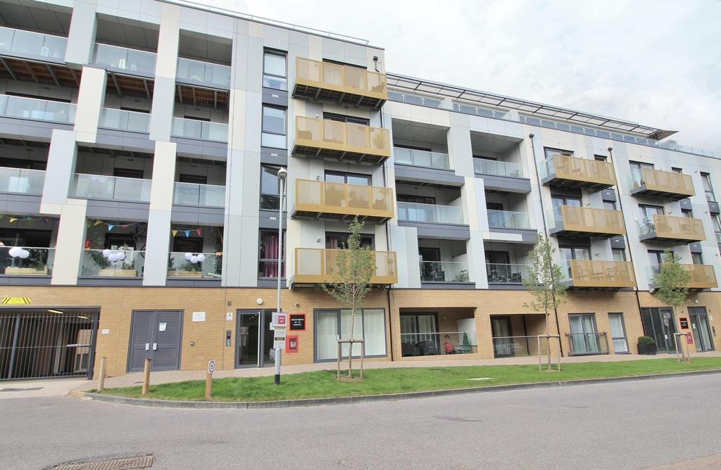 2 Bedrooms Apartment Flat for sale in Watson Heights, Chelmsford, Essex, CM1
